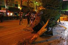 Akıllara durgunluk veren kaza ağaçları ortadan kırdı...
