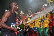 Usain Bolt 2 yarışta da zorlanmadı!