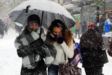 Yeni hava durumu 34 ilde kar uyarısı İstanbul'da saatlik...