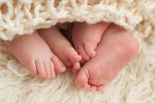64 yaşında ikiz bebek sahibi oldu!