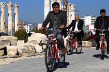 Mezitli'nin muhtarlarından bisikletli hizmet