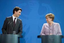 Ivanka Trump'tan sonra şimdi de Merkel bakışlar yine olay!