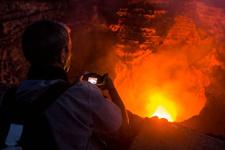 Nikaragua'da volkan bilimci volkanın içine düştü
