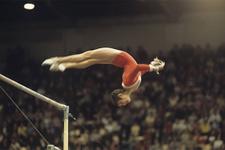 Olimpiyat madalyalarını açık arttırmada sattı