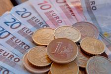 Euro, 4 liranın altına indi