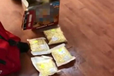Bebek bisküvisi kutusunda ele geçirildi