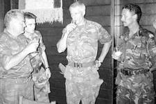 Hollandalı komutanın Bosna'daki rezil görüntüleri
