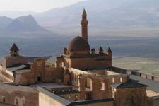 İshak Paşa Sarayı'nda turist yoğunluğu