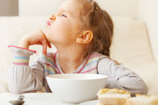 Çocuklar hangi yaşta ne kadar yemek yemeli?