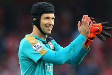 Petr Cech rekora doymak bilmiyor