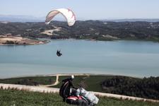 Engelli çocukları yamaç paraşütü heyecanı