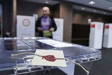 Yurt dışındaki seçmen referandum için sandık başına gidiyor