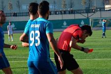 Süper Amatör Lig'de futbolcu hakeme yumruk attı
