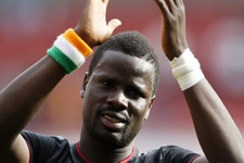 Emmanuel Eboue gülümsemesini kaybetti