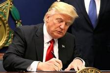 Donald Trump'ın kravatına bakın fena ifşa oldu