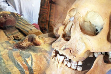 Mısır'da topraktan tarih çıkıyor! 3500 yıllık mumya böyle bulundu