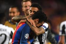 Neymar ağladı Alves teselli etti