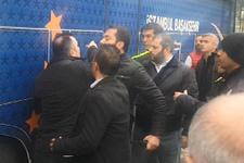 Emre Belözoğlu ve Başakşehirli futbolcular, maç sonunda gazetecilere saldırdı