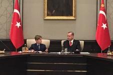Erdoğan koltuğu devrettiğini unutunca esprili anlar!