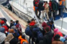 Lastik botla Midilli Adası'na giderken yakalandılar