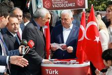 Başbakan Yıldırım'dan MHP standına ziyaret