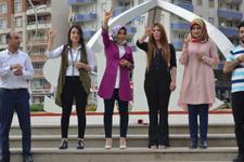 Siirtli gençler işaret diline şarkı çevirdiler