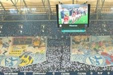 Schalke 04'ten Trabzonspor logolu koreografi