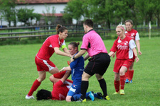 Bosna Hersek'te ilginç olay! Kadın futbolcu rakibini yumrukladı