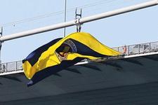 Fenerbahçe bayrağı yeniden köprüye asıldı