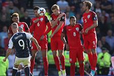 Griffiths İngiltere'ye 3 dakikada 2 frikik golü attı