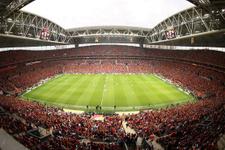 Galatasaray taraftarı kombinelere hücum etti