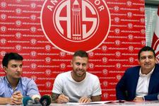 Menez Antalyaspor'la sözleşme imzaladı