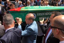 Cumhurbaşkanı Erdoğan da tabuta omuz verdi