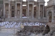 Efes antik kentini düğün salonu yaptılar! Rezalete bakın