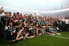 Şampiyon Beşiktaş Osmanlıspor'u 4-0 yendi yakışanı yaptı
