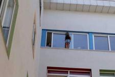 Karnesinde zayıf olan kız öğrenci okulda intihara kalkıştı