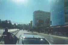 Yol isteyen ambulans şoförüne önce tepki gösterdi sonra...