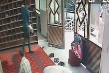Camide ayakkabı çalan hırsıza suçüstü