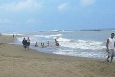 Yetkiler uyardı ama kimse aldırış etmeden denize girdi