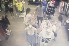 Mağazada taciz güvenlik kamerasında! Genç kız her şeyi Twitter'dan paylaştı