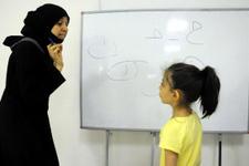 Ülkesindeki savaştan kaçan Suriyeli kadın Türkiye'de Arapça öğretiyor