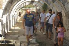 İzmir Agorası sessizliğe büründü kimse gelmiyor