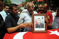 'Dostlar için öldü, düşmanlar için geri dirilir'