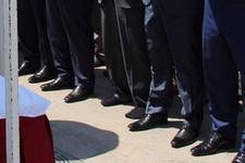 Cenaze namazında ayakkabılarını bulamayınca...