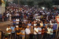 Mescid-i Aksa'da neler oluyor İsrail yatsı namazı kılan cemate saldırdı