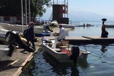 Yasağa rağmen Sapanca Gölü'nde motorla eşini gezdirdi!