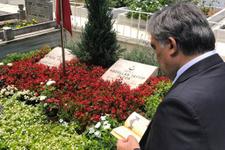 Abdullah Gül Erol Olçok ve oğlu için Kur'an-ı Kerim okudu