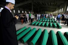11 Temmuz kurbanlarının cesetleri Srebrenitsa'da