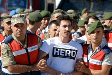 'Hero' tişörtü nedeniyle 5 görevli açığa alındı