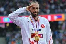 Ramil Guliyev madalyasını aldı asker selamı verdi